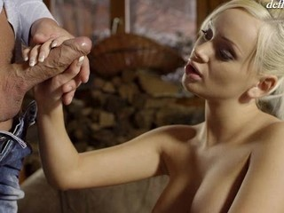 Cute hotty feels a dick unfathomable in her wet crack for the first time