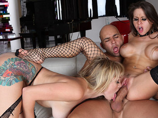 Awesome trio with two mother I'd like to fuck, cumswapping, unfathomable mouth & more !